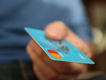Banque en ligne sans agence vs banque en ligne avec agence